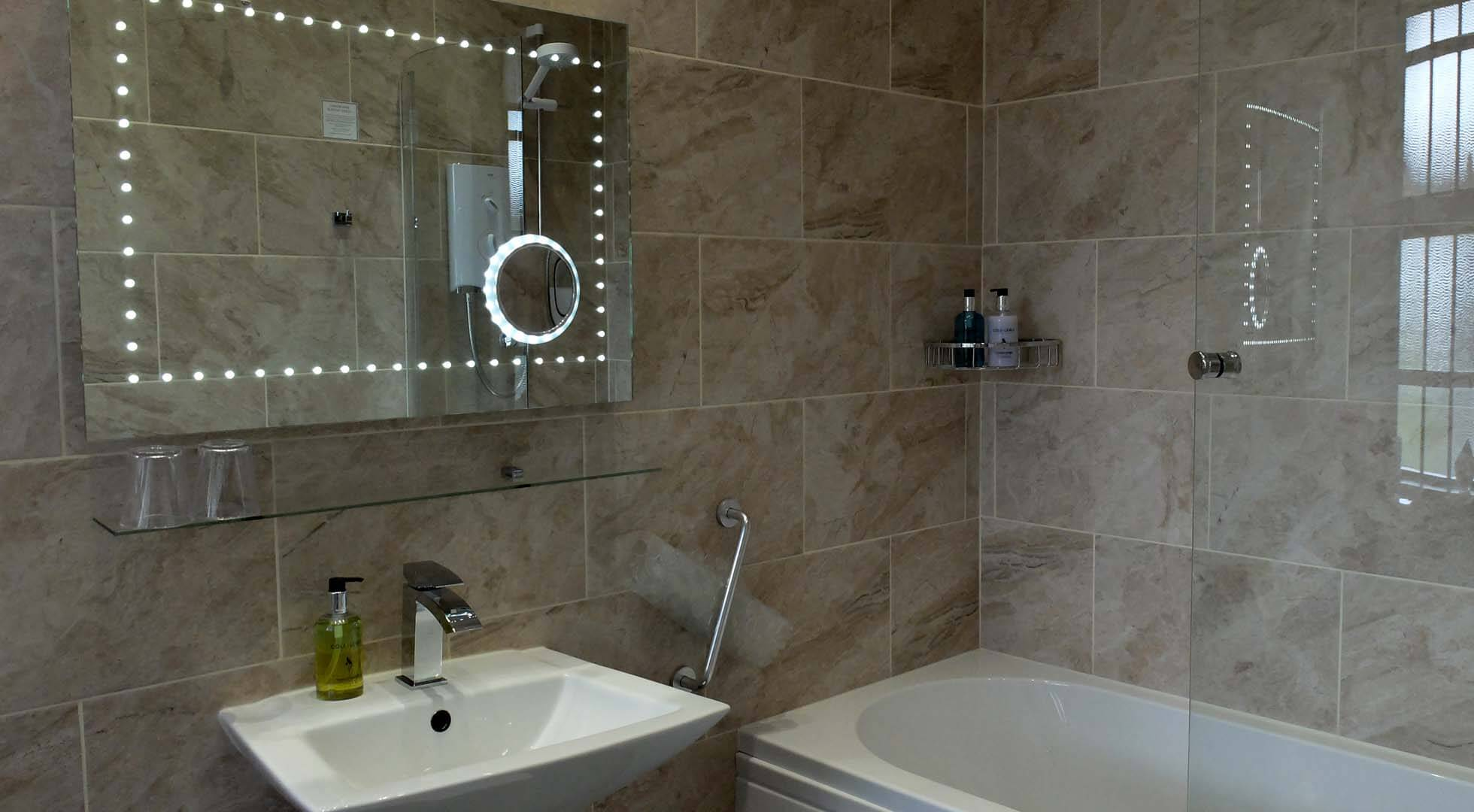 All rooms with en-suite bathrooms